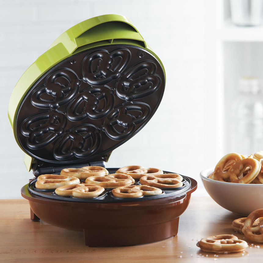 Brentwood TS-251 Non-Stick Mini Pretzel Maker Machine, Green